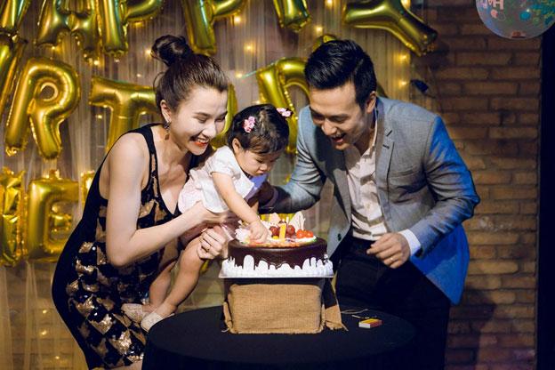 Cùng bé Thiên An thổi nến mừng sinh nhật