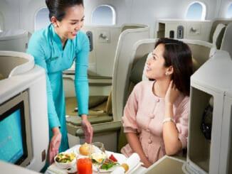 Để giữ sức khỏe nên hạn chế một số thực phẩm khi đi máy bay. Ảnh: Vietnam Booking