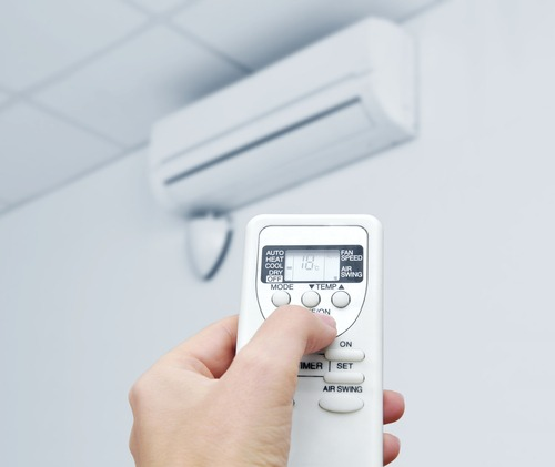Đặt điều hòa ở mức 23-26 độ C là hợp lý và thường xuyên điều chỉnh nhiệt độ theo sự thay đổi của nhiệt độ bên ngoài.