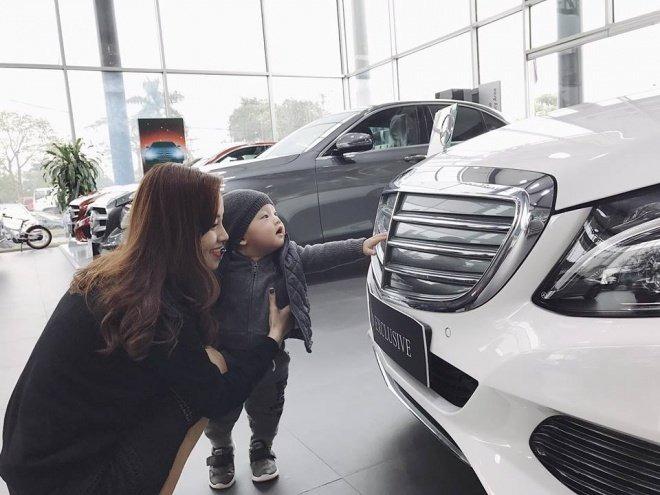 Đầu năm 2017, Ly Kute đã mua một chiếc xe màu trắng.